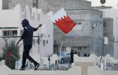 Bahrain protest attracts tens of thousands, no clashes