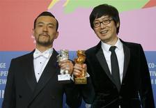 """Las películas asiáticas fueron las grandes ganadoras del Festival Internacional de Cine de Berlín el sábado, encabezadas por la cinta china """"Bai Ri Yan Huo"""" (""""Carbón Negro, Hielo Delgado"""") sobre un detective con sobrepeso que persigue a un asesino en serie, que se llevó el Oso de Oro. REUTERS/Thomas Peter (GERMANY - Tags: ENTERTAINMENT)"""
