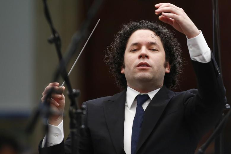 Venezuela's classical music superstar conducts a concert at the foreign ministry headquarters in Caracas February 15, 2014. REUTERS/Jorge Silva