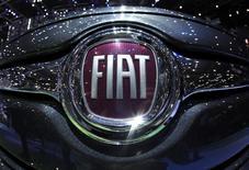 Fiat a demandé à la Banque d'Italie d'accorder une licence bancaire à sa coentreprise de financement Fga Capital afin de réduire ses coûts, a-t-on appris dimanche. Une licence bancaire rendrait le constructeur turinois plus compétitif face à des concurrents comme Volkswagen et Peugeot qui ont déjà ce statut pour leurs activités de crédit. /Photo d'archives/REUTERS/Denis Balibouse