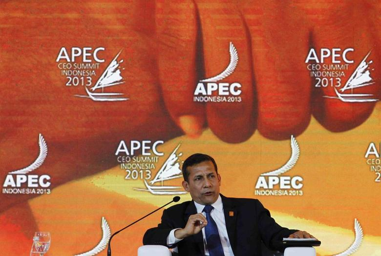 Peru's President Ollanta Humala speaks during a dialogue session at the Asia-Pacific Economic Cooperation (APEC) CEO Summit in Nusa Dua, on the Indonesian resort island of Bali October 6, 2013. REUTERS/Beawiharta