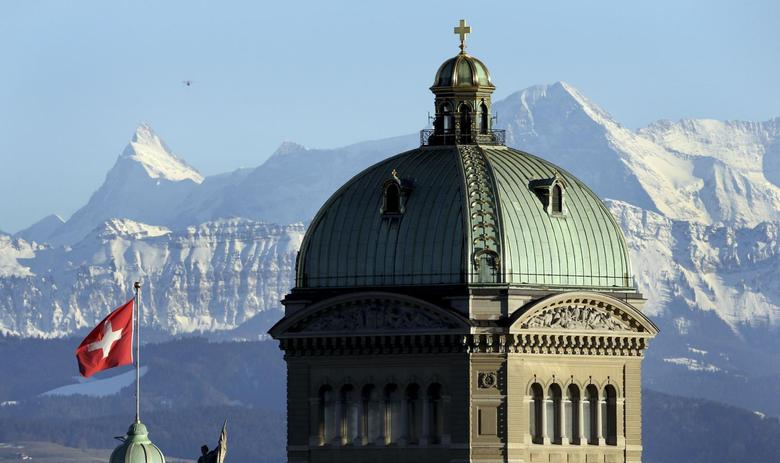 The Swiss Federal Palace (Bundeshaus) is pictured in front of the Alps in Bern February 12, 2014. REUTERS/Thomas Hodel