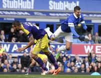 Everton's Kevin Mirallas (R) challenges Swansea's Kyle Bartley during their English FA Cup fifth round soccer match at Goodison park in Liverpool, northern England February 16, 2014. REUTERS/Nigel Roddis