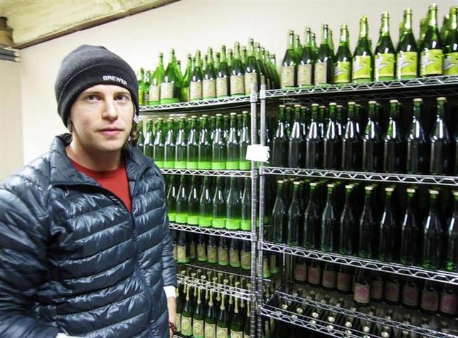 2月16日、テキサス州で日本酒の商業生産を唯一手掛けているテキサス・サケ・カンパニーの社長兼杜氏のヨド・アニスさんが、「大胆でパワーのある酒にしたい」と意気込みを語った。1月撮影(2014年 ロイター/Jon Herskovitz)