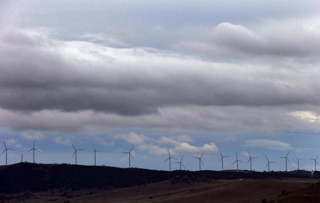 Wind turbines can be seen atop a hill at a wind farm located on the hills surrounding Lake George, 50 km north of the Australian capital city of Canberra May 13, 2013. REUTERS/David Gray