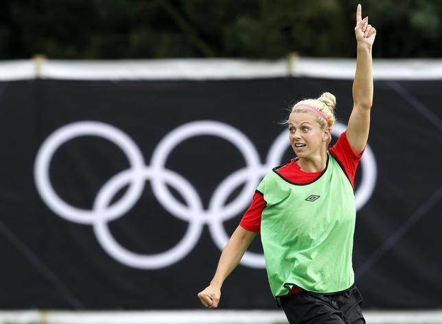 Canada's Lauren Sesselmann attends a women's football training session at the London 2012 Olympic Games in Coventry August 2, 2012. REUTERS/Alessandro Garofalo