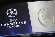 Логотип Лиги чемпионов УЕФА во время жеребьевки турнира в Монте-Карло 29 августа 2013 года. Матчи плей-офф Лиги чемпионов и Лиги Европы, Кубка Англии, а также чемпионатов Испании и Италии пройдут в Старом Свете с понедельника по четверг. REUTERS/Jean Pierre Amet