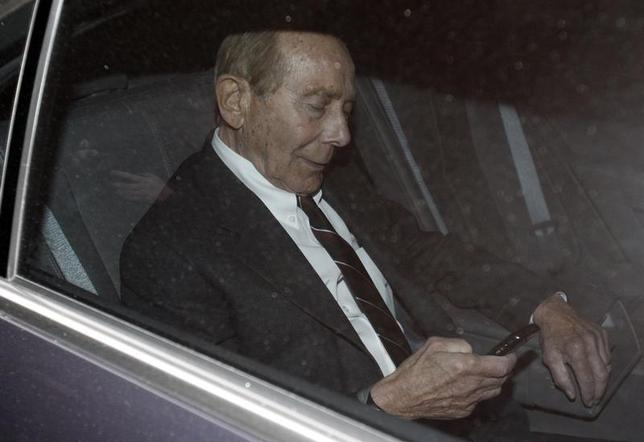 Former CEO of American International Group Inc, Maurice ''Hank'' Greenberg, checks his phone inside a car after leaving a building in downtown New York where he was deposed by the Attorney General's office March 10, 2010. REUTERS/Jessica Rinaldi