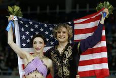 Meryl Davis and Charlie White of the U.S. celebrate with their flag after the flower ceremony during the Figure Skating Ice Dance Free Dance Program at the Sochi 2014 Winter Olympics, February 17, 2014. REUTERS/Alexander Demianchuk