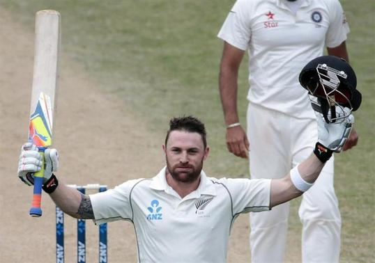 New Zealand's Brendon McCullum acknowledges his 300 next to India's Zaheer Khan during the second innings of play on day five of the second international test cricket match at the Basin Reserve in Wellington, February 18, 2014. REUTERS/Anthony Phelps