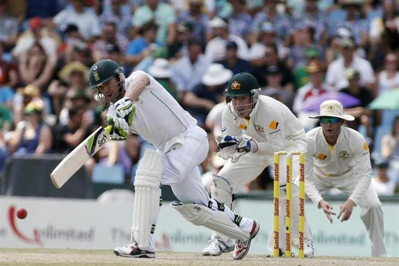 South Africa's AB de Villiers (L) plays a shot during the fourth day of their first cricket test match against Australia in Pretoria, February 15, 2014. REUTERS/Mike Hutchings