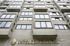Гостиница InterContinental Hotel, Park Lane в Лондоне 11 августа 2008 года. Крупнейший в мире гостиничный оператор InterContinental Hotels Group выразил уверенность относительно показателей на 2014 год после того, как сильный спрос в США и хорошая обстановка в Европе привели к 10-процентному росту прибыли в 2013 году. REUTERS/Luke MacGregor