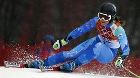 Словенская горнолыжница Тина Мазе проходит трассу во время соревнований по гигантскому слалому на Олимпиаде в Сочи 18 февраля 2014 года. Тина Мазе выиграла во вторник соревнования в гигантском слаломе, завоевав вторую золотую медаль на Олимпийских играх в Сочи. REUTERS/Stefano Rellandini