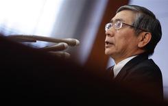 """Le gouverneur de la Banque du Japon Haruhiko Kuroda. La BoJn n'est pas revenue mardi sur une politique monétaire très généreuse et a prorogé un mécanisme d'aide au crédit bancaire censé stimuler la croissance économique, soucieuse de ne pas laisser retomber le soufflé """"Abenomics"""". /Photo prise le 18 février 2014/REUTERS/Yuya Shino"""