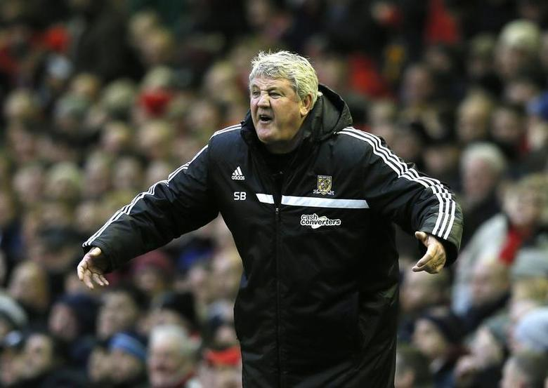 Hull City's manager Steve Bruce reacts during their English Premier League soccer match against Liverpool at Anfield in Liverpool, northern England January 1, 2014. REUTERS/Phil Noble