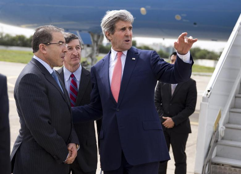 Kerry praises Tunisian progress, promises help against...