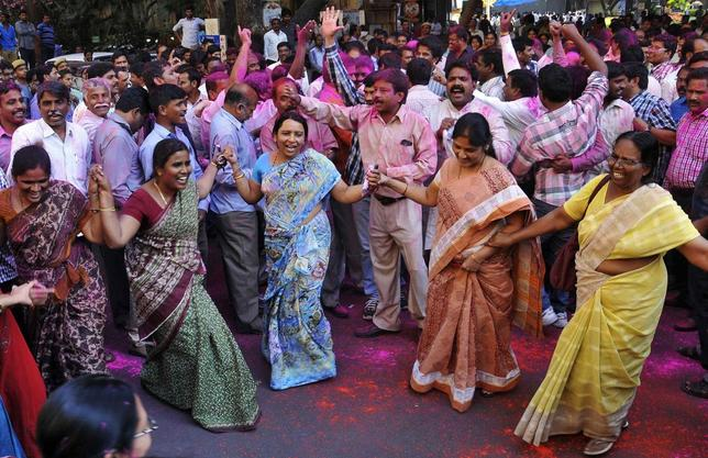 Telangana supporters dance to celebrate after India's lower house passed a proposal to split Andhra Pradesh and create the new state of Telangana, in the southern Indian city of Hyderabad February 18, 2014. REUTERS/Stringer