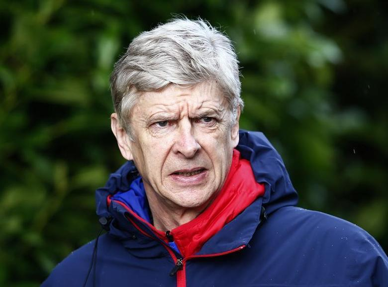 Arsenal manager Arsene Wenger arrives for a team training session at their training ground in London Colney, north of London, England February 18, 2014. REUTERS/Eddie Keogh