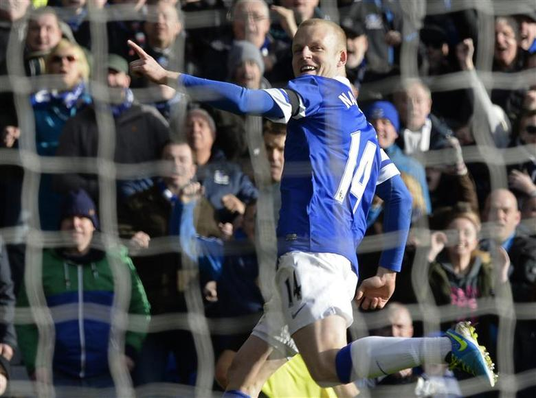 Everton's Steven Naismith celebrates after scoring a goal against Swansea during their English FA Cup fifth round soccer match at Goodison park in Liverpool, northern England February 16, 2014. REUTERS/Nigel Roddis