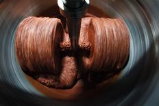 Una moledora de cacao en funcionamiento en la fábrica de chocolates Mast Brothers en Brooklyn, EEUU, jul 8 2010. Una medición de la actividad manufacturera en el estado de Nueva York se desaceleró en febrero después de alcanzar en enero un máximo nivel en 20 meses, dijo el Banco de la Reserva Federal de Nueva York en un informe publicado el martes. REUTERS/Lucas Jackson