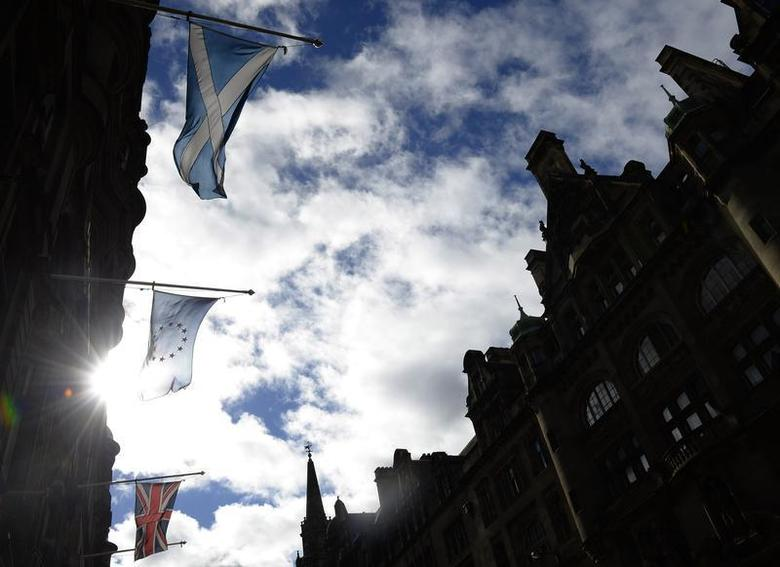 The Saltire (TOP), the flag of the European Union (C) and Union Flag fly together in a street before a debate in the Scottish Parliament on 'Scotland's future,' in Edinburgh, Scotland September 18, 2013. REUTERS/Russell Cheyne