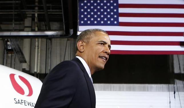 U.S. President Barack Obama arrives to deliver remarks on the economy and fuel standards during a visit to a Safeway Distribution Center in Upper Marlboro, Maryland February 18, 2014. REUTERS/Kevin Lamarque