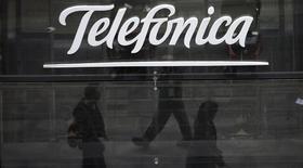 Selon deux sources proches du dossier, la Commission européenne annoncera dans les prochains jours son opposition à l'offre de 8,6 milliards d'euros de l'opérateur espagnol Telefonica en vue du rachat de la division allemande du groupe néerlandais KPN. /Photo d'archives/REUTERS/Sergio Perez