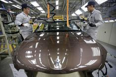 Employees work at a production line of a Dongfeng Peugeot Citroen Automobile factory in Wuhan, Hubei province, February 13, 2014. REUTERS/Stringer