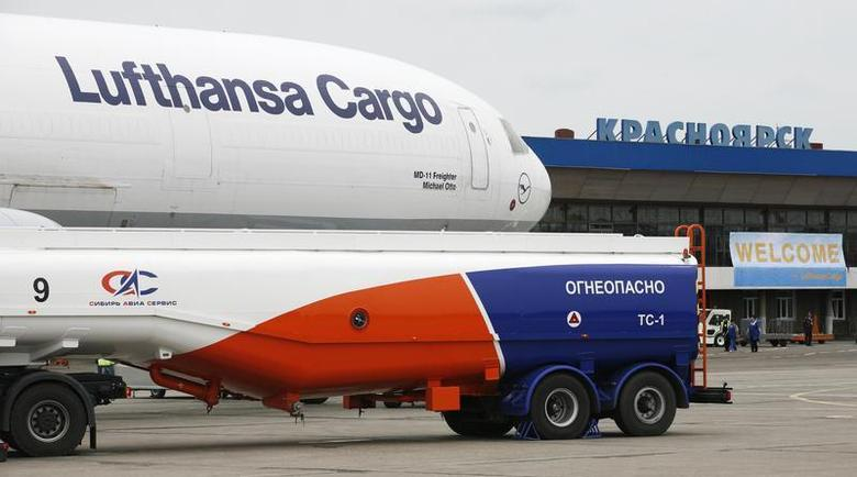 A MD-11 McDonald-Douglas jet of Lufthansa Cargo AG sits on the tarmac of Krasnoyarsk airport on its way from Frankfurt to Tokyo, June 4, 2009. REUTERS/Ilya Naymushin