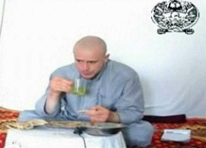 U.S. Army Private Bowe Bergdahl eats in a video released by his captors at an unknown location in Afghanistan, July 19, 2009 file photo. REUTERS/via Reuters TV