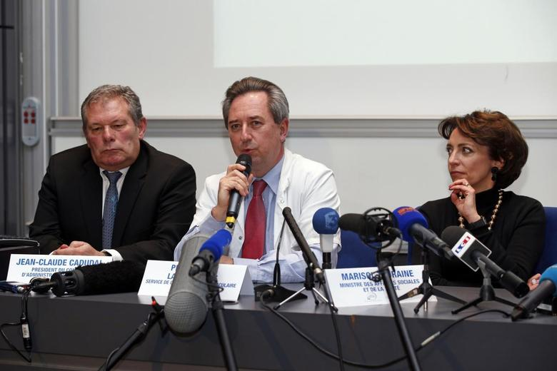 Chairman of Carmat Jean-Claude Cadudal (L), Professor Christian Latremouille (C) of the department of cardiovascular surgery and transplant of organs at the Georges Pompidou European Hospital and French Social Affairs and Health Minister Marisol Touraine attend a news conference at the Georges Pompidou European Hospital in Paris, December 21, 2013. REUTERS/Benoit Tessier