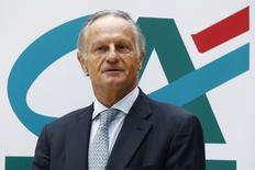 Le directeur général Jean-Paul Chifflet de Crédit agricole S.A. La structure cotée de la banque française a renoué avec un bénéfice en 2013 et estime que le plan stratégique qu'elle s'apprête à dévoiler aux investisseurs lui permettra de devenir leader européen de la banque universelle de proximité en 2020. /Photo d'archives/REUTERS/Jacky Naegelen