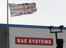 Le groupe de défense britannique BAE Systems a annoncé mercredi avoir conclu un accord avec l'Arabie saoudite sur le prix d'avions de combat Eurofighter commandés depuis plusieurs années par le royaume. 'impasse des discussions sur la valeur de ce contrat dit Salam avait contraint BAE Systems à revoir ses prévisions de résultats pour les deux derniers exercices. /Photo d'archives/REUTERS/Stefan Wermuth