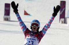Алена Заварзина во время соревнований на Олимпиаде в Сочи 19 февраля 2014 года. Российские сноубордисты супруги Вик Уайлд и Алена Заварзина завоевали в среду золотую и бронзовую медали в параллельном гигантском слаломе на зимней Олимпиаде в Сочи. REUTERS/Dylan Martinez