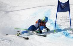 Американский горнолыжник Тед Лигети в соревнованиях по гигантскому слалому на Играх в Сочи 19 февраля 2014 года. Американский горнолыжник Тед Лигети стал олимпийским чемпионом в гигантском слаломе. REUTERS/Ruben Sprich