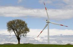 Selon des sources proches du dossier, EDF envisage de vendre 70% des activités d'énergies renouvelables que le groupe détient en Italie par l'intermédiaire de sa filiale Edison. /Photo d'archives/REUTERS/Max Rossi