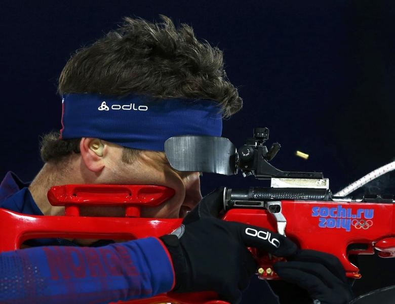 Norway's Ole Einar Bjoerndalen shoots during the mixed biathlon relay at the 2014 Sochi Winter Olympics February 19, 2014. REUTERS/Michael Dalder