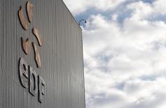Logotipo da estatal francesa de energia EDF vista na mais antiga usina nuclear da França. A companhia francesa de energia elétrica EDF está buscando a venda de 70 por cento de seus ativos de energia renovável detidos pela unidade italiana Edison, afirmaram três fontes próximas do assunto. 14/11/2013 REUTERS/Vincent Kessler