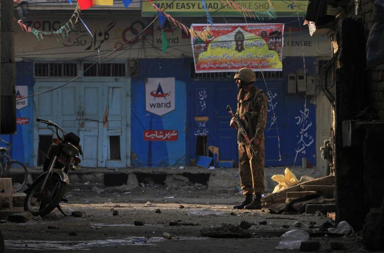 A Pakistani soldier stands guard near the site of a suicide blast in Rawalpini January 20, 2014.REUTERS/Faisal Mahmood