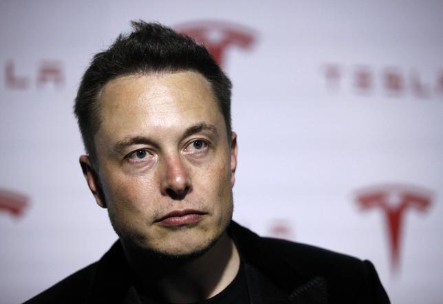 Tesla Motors Inc CEO Elon Musk talks about Tesla's new battery swapping program in Hawthorne, California June 20, 2013. REUTERS/Lucy Nicholson