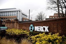 Selon des sources proches du dossier, Bayer, Novartis, Reckitt Benckiser et Procter & Gamble étudient une offre sur la division hygiène (consumer healthcare) de Merck & Co. /Photo d'archives/REUTERS/Jeff Zelevansky