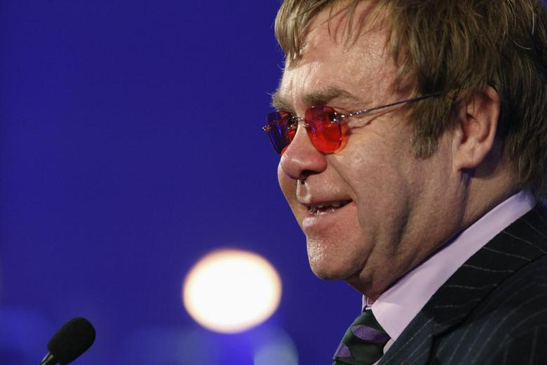 Musician Elton John delivers remarks after receiving a lifetime achievement award for his philanthropic work from the Rockefeller Foundation in Washington October 30, 2013. REUTERS/Jonathan Ernst