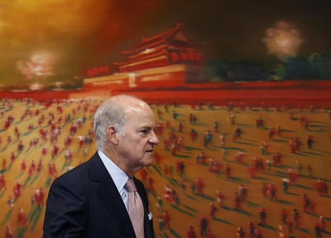 Henry Kravis, co-founder of private-equity firm Kohlberg Kravis Roberts & Co., attends a media briefing in Hong Kong September 16, 2013. REUTERS/Bobby Yip