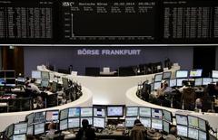 Помещение Франкфуртской фондовой биржи 20 января 2014 года. Европейские фондовые рынки снижаются под давлением слабых экономических показателей Китая и стран Европы. REUTERS/Remote/Stringer