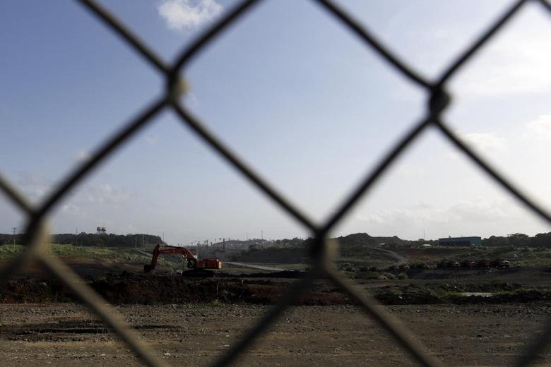 An idle digger is seen at the construction site of the Panama Canal Expansion project on the outskirts of Colon City February 12, 2014. REUTERS/Carlos Jasso
