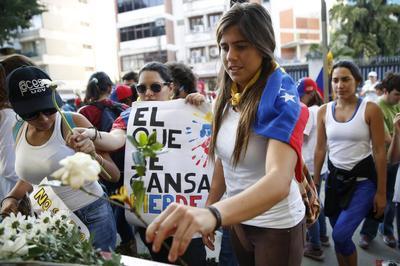 Venezuela protesters, troops clash, death toll at six