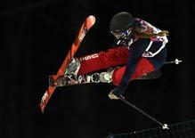 Американская фристайлистка Мэдди Боумэн на соренованиях в ски-хафпайпе на Играх в Сочи 20 февраля 2014 года. Американская фристайлистка Мэдди Боумэн выиграла соревнования в дисциплине ски-хафпайп сочинской Олимпиады, принеся своей стране восьмую медаль высшей пробы. REUTERS/Dylan Martinez
