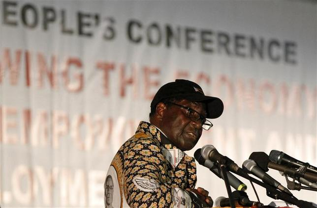 Zimbabwe President Robert Mugabe speaks at the opening of the ZANU-PF annual People's Conference in Chinhoyi, north-west of Harare December 13, 2013. REUTERS/Philimon Bulawayo