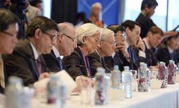 Diretora do Fundo Monetário Internacional, Christine Lagarde, durante mesa-redonda sobre Infraestrutura em meio ao encontro de ministros das Finanças e presidentes de bancos centrais do G20, em Sydney. Os países ricos do mundo reagiram nesta sexta-feira contra as reclamações dos mercados emergentes sobre os efeitos de suas políticas monetárias, afirmando que esses últimos precisam colocar suas próprias casas em ordem e avançar com a agenda de impulsionar o crescimento global. 21/02/2014. REUTERS/Dan Himbrechts/pool