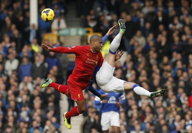 Liverpool's Glen Johnson (L) challenges Everton's Ross Barkley during their English Premier League soccer match at Goodison Park in Liverpool, northern England November 23, 2013. REUTERS/Phil Noble